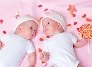 Breast-Feeding Twins:Making Feeding Manageable